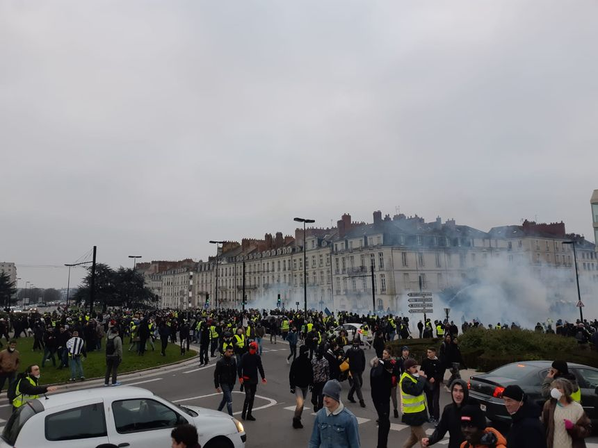 Manifestants dispersés devant le CHU