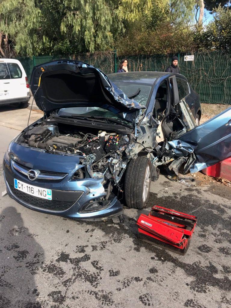 la voiture accidentée à Antibes