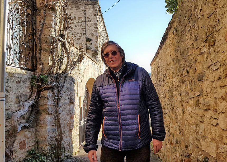 Michel Bouillet, Président de l'association ARCHIPAL, dans les rues de Gignac