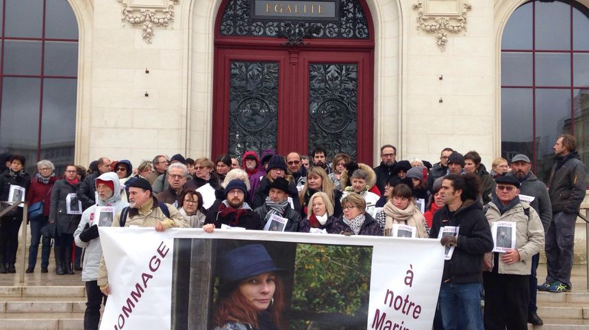 Il y a bientot un an, les amis, collègues et la famille de Marina avaient manifesté sur le perron de l'hôtel de ville Poitiers
