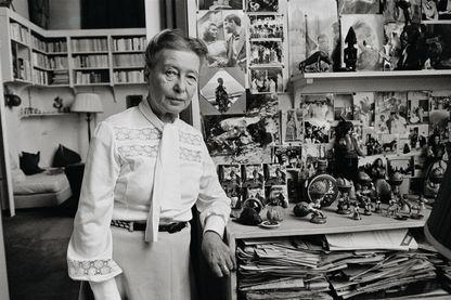 Simone de Beauvoir dans son appartement, 1968