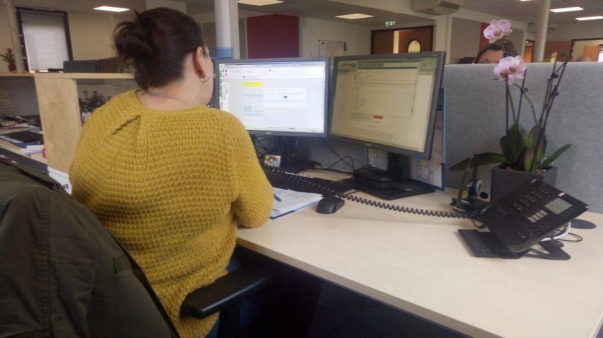 Sandra est une des employées des finances publiques à Valence.