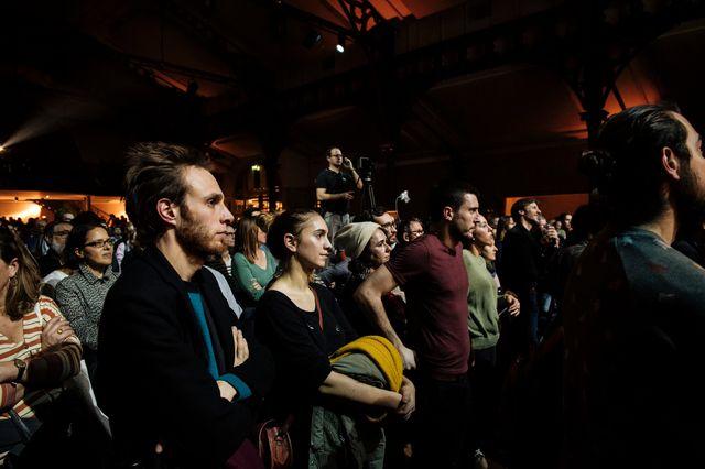 Sympathisants ou simples curieux, plus d'un millier de personnes ont assisté au meeting de Place publique, mardi soir, à Paris.