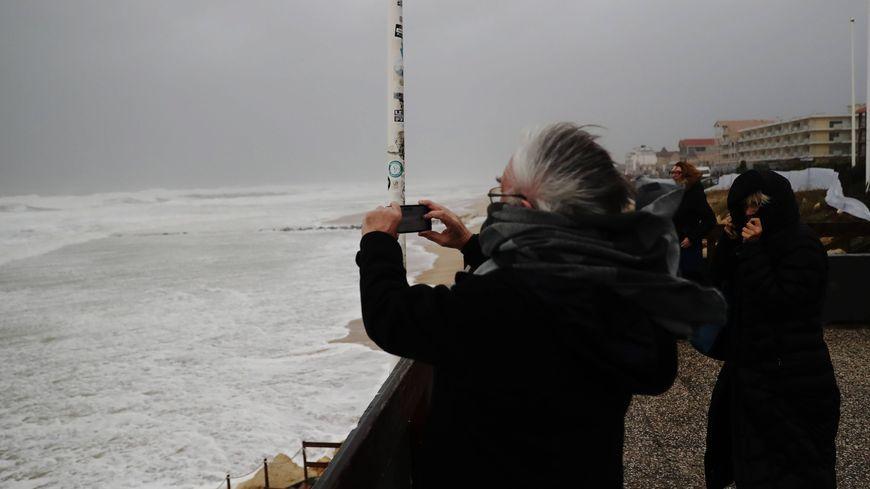 Mieux vaut éviter de se promener en bordure d'océan, prévient le préfet de la Gironde à l'approche de la tempête Gabriel