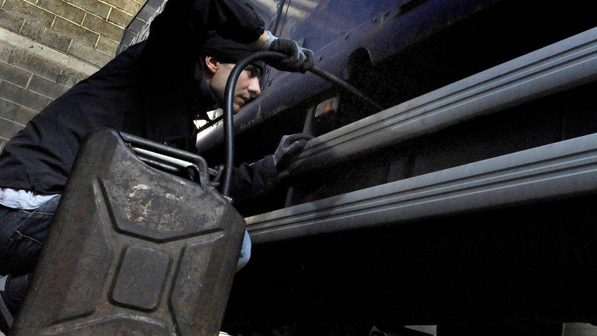 Vol de carburant dans un camion - Photo d'illustration