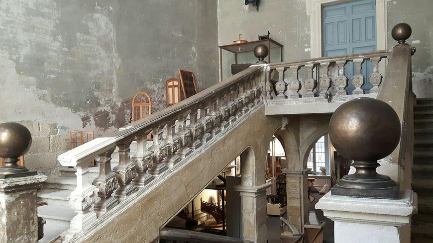 Le grand escalier de l'Hôtel de Montaigu, siège de la Fédération Compagnonnique d'Avignon