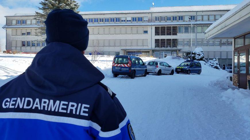 Le corps d'un jeune a été découvert ce jeudi dans la neige, au sein du lycée privé Saint-Joseph des Fontenelles, dans le Haut-Doubs.