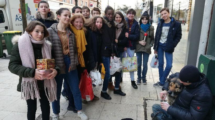 Les Collégiens ont rencontré Loïc un SDF installé rue des Trois Cailloux à Amiens