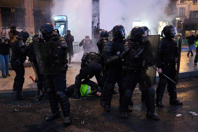 """Des heurts à Paris pour l'acte 11 des """"gilets jaunes"""""""