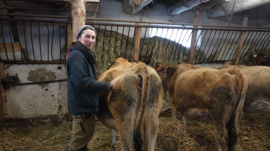 Mylène, éleveuse de vaches laitières.