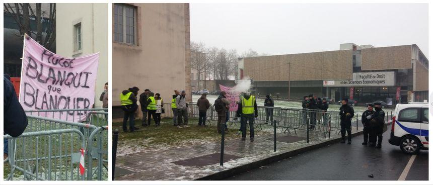 Quelques manifestants sont venus protester pendant la visite de J.-M. Blanquer à la faculté de droit pour les assises de l'orientation.