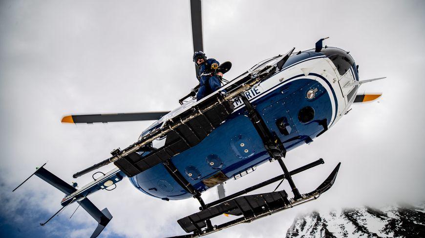 C'est l'hélicoptère de la gendarmerie qui est intervenu pour prendre en charge le secouriste.