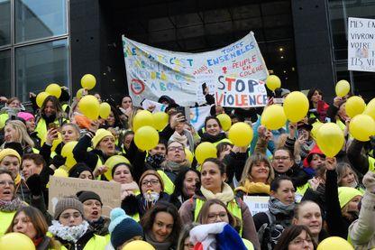 Manifestation des femmes Gilets Jaunes. 06 janvier 2019, place de la Bastille 75011, Paris.