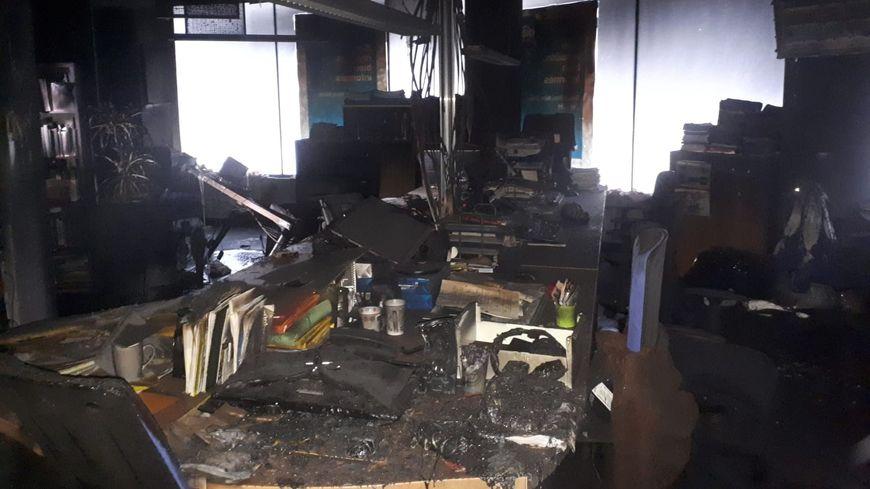 Une quinzaine d'hommes sont intervenus pour éteindre l'incendie.