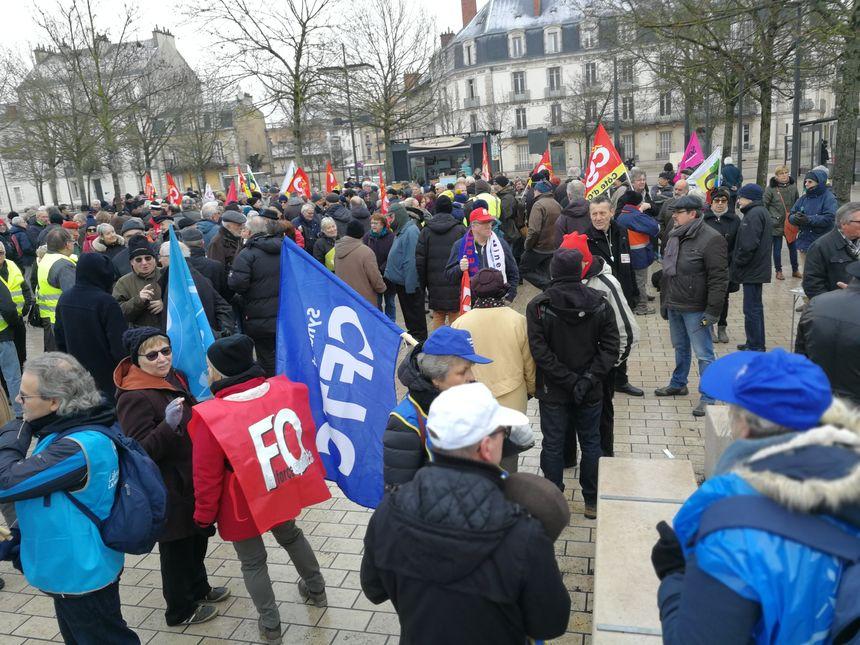 Les retraités se sont mobilisés en nombre, ici, une vue du début de la manifestation place de la République
