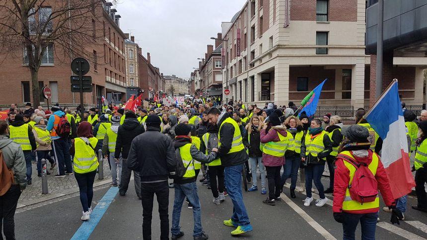 """Acte XI des """"gilets jaunes"""" à Amiens. 400 personnes au plus fort de la journée dans la capitale Picarde."""