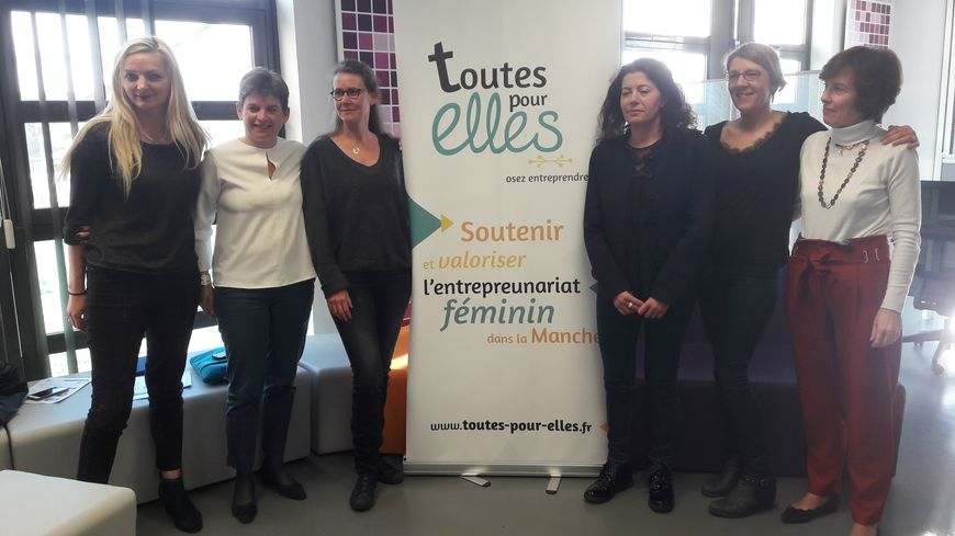Sandrine Poupio (à gauche), trésorière de Toutes pour elles, qui compte une cinquantaine de membres dans le Cotentin
