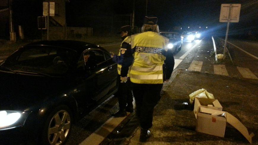 Contrôle de gendarmes pendant la nuit (archives).