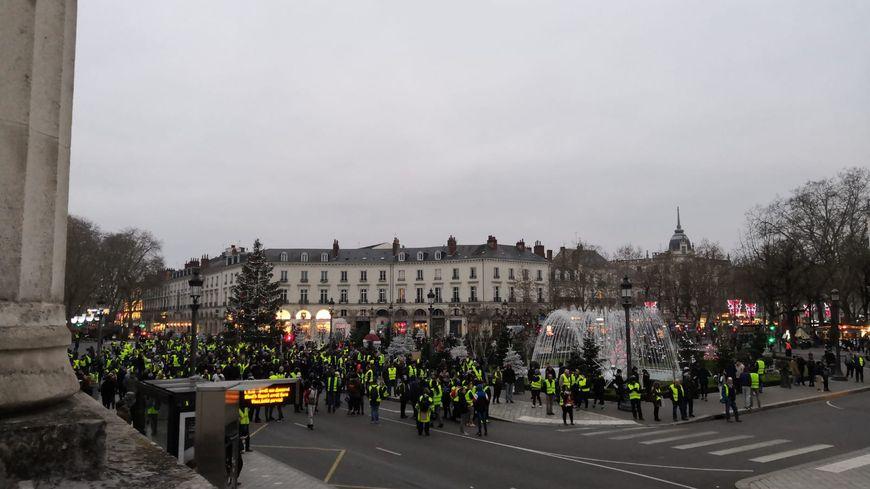 Manifestation des gilets jaunes à Tours