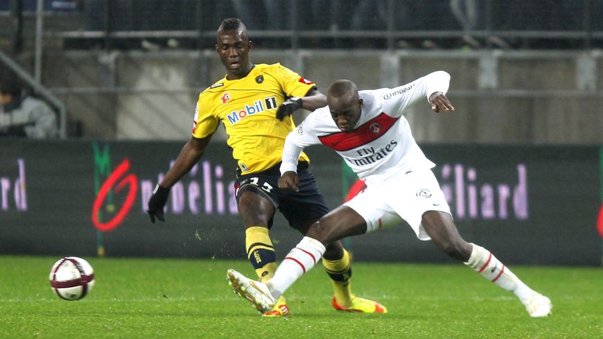 Mohamed Sissoko avec le PSG face à Sochaux et Modibo Maïga en décembre 2011 à Bonal