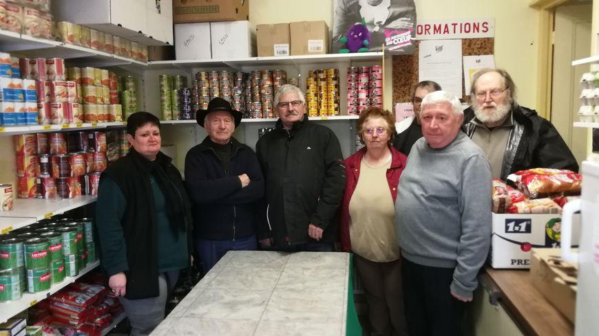 Une partie de l'équipe de bénévoles des Restos du Coeur de Saint-Jean-de-Losne s'inquiète pour l'avenir du site.