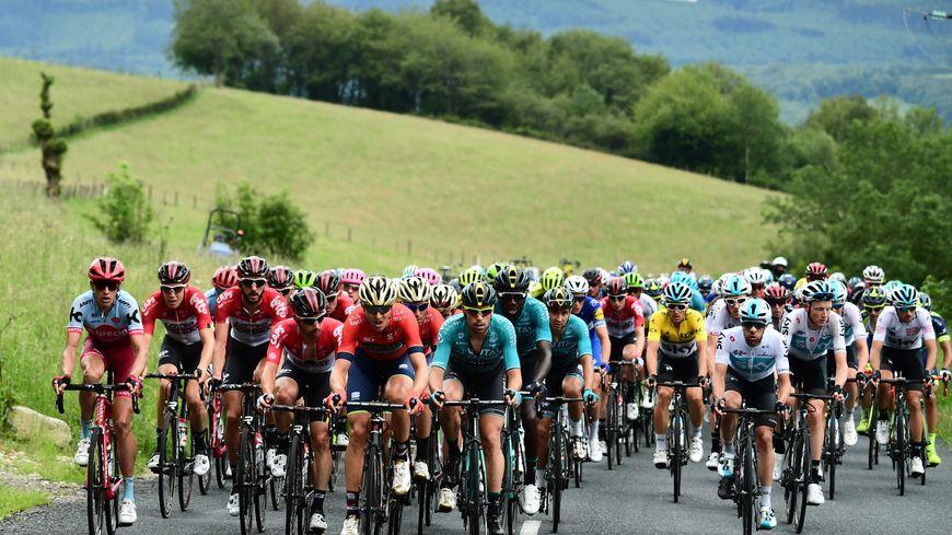 Les coureurs sur le Critérium 2018 sur l'étape Montbrison-Belleville