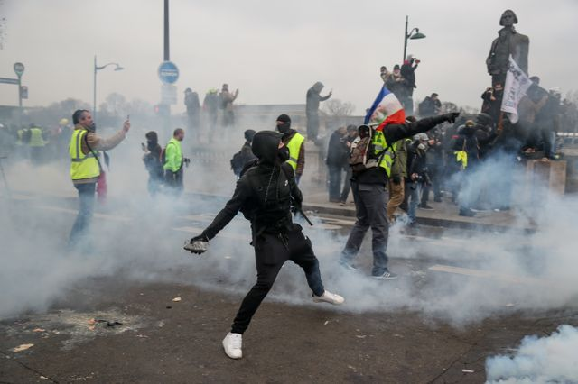 A Paris jets de pierre contre les forces de l'ordre