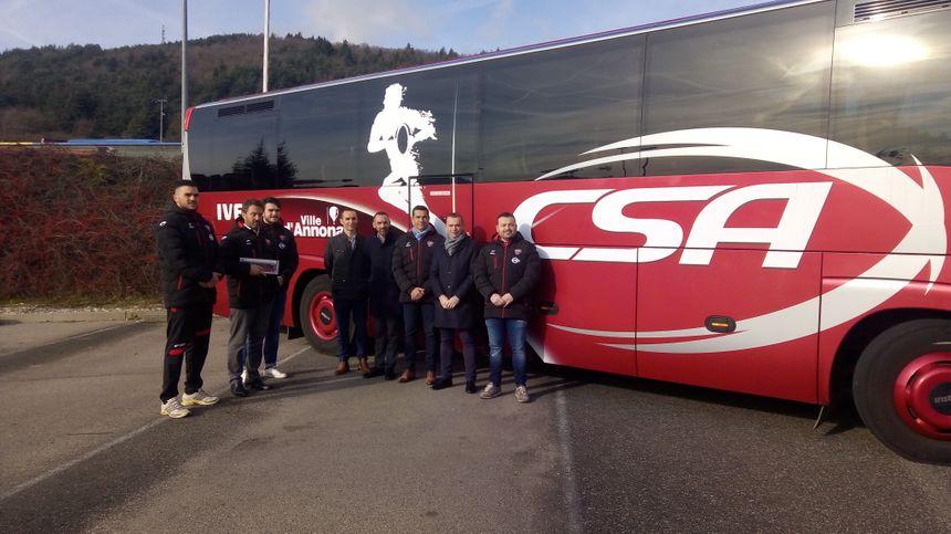 Le car sera conduit par la société de transport du Vivarais, partenaire également de l'opération.