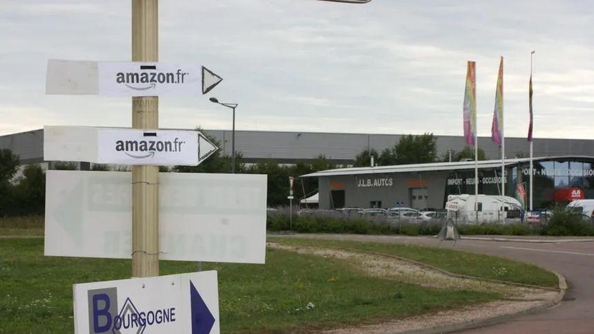 """Les """"gilets jaunes"""" ont tenté de bloquer les accès de la plateforme Amazon de Sevrey."""