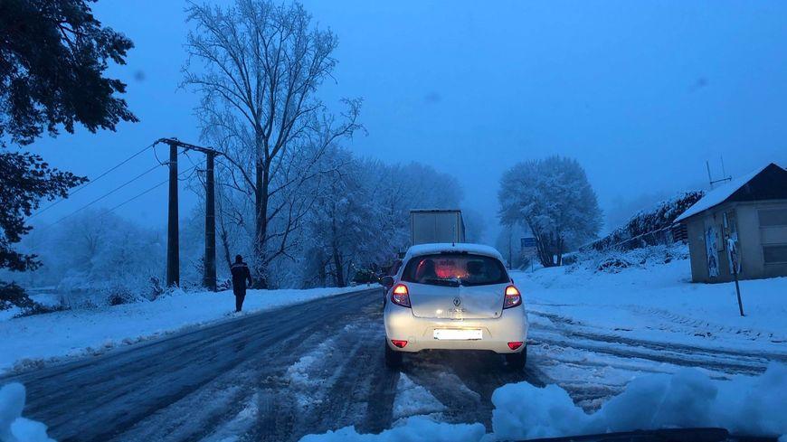 La neige a surpris tout le monde, automobilistes, agents des routes et... prévisionnistes de Météo France.