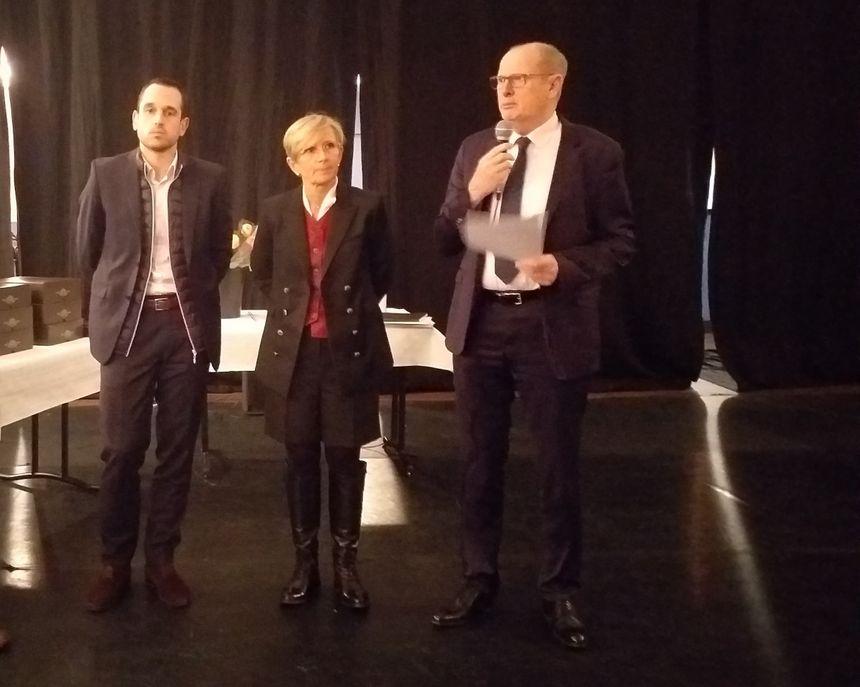 Jean-Pierre Coulier, directeur des Hôpitaux Drôme Nord dresse un bilan de l'année 2018 aux côtés de Marie-Hélène Thoraval, maire de Romans, et Pierre Jouvet, président de la communautés de communes Porte de DromArdèche.