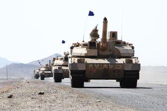 Des chars Leclerc fabriqués en France déployés dans le district de Dhubab (Yémen) le 7 janvier 2017, durant une opération militaire contre des rebelles chiites hutis et leurs alliés.