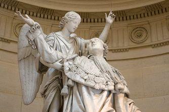 Statue de Louis XVI du sculpteur François-Joseph Bosio dans la Chapelle expiatoire à Paris