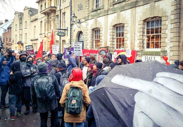 Une manifestation pour protester contre la venue de Marion Maréchal, invitée à débattre avec des étudiants d'Oxford