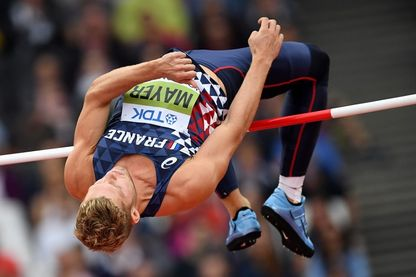 Le Français Kevin Mayer à l'épreuve d'athlétisme de saut en hauteur décathlon masculin aux Championnats du monde de l'IAAF 2017 au London Stadium, le 11 août 2017.
