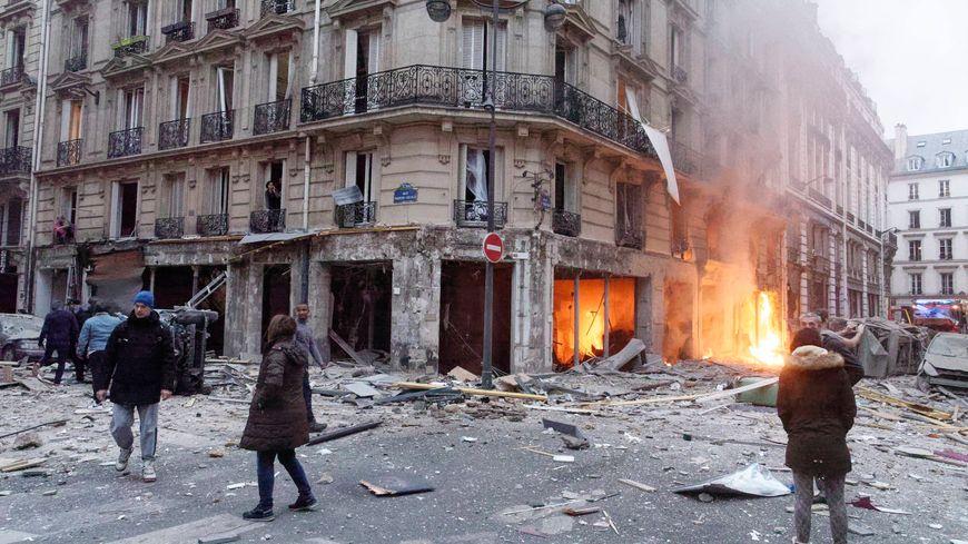 Explosion, probablement dûe au gaz, rue de Trévise à Paris.