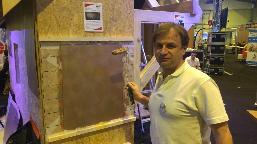 Franck suit une formation de peintre en bâtiment