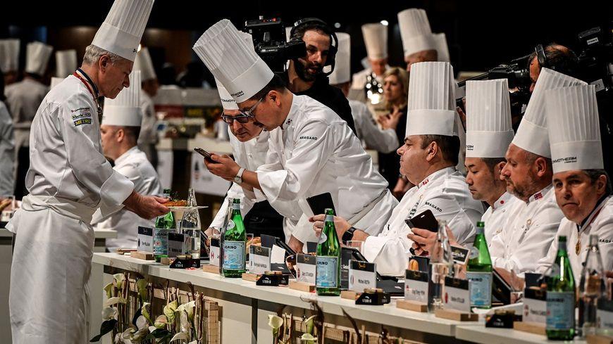 Les membres du jury du Bocuse d'Or 2019 en pleine dégustation.