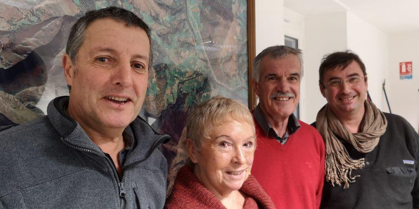 De gauche à droite : Jean-Michel Anchordoquy (maire de Bidarray), Anne-Marie Nadaud (adjointe au maire de Helette), Alain Dubois (maire de Macaye) et Beñat Itoiz
