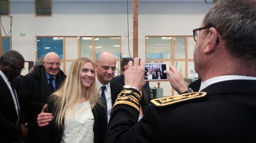 Jean-Michel Blanquer a aussi accepté quelques photos avec les élèves.