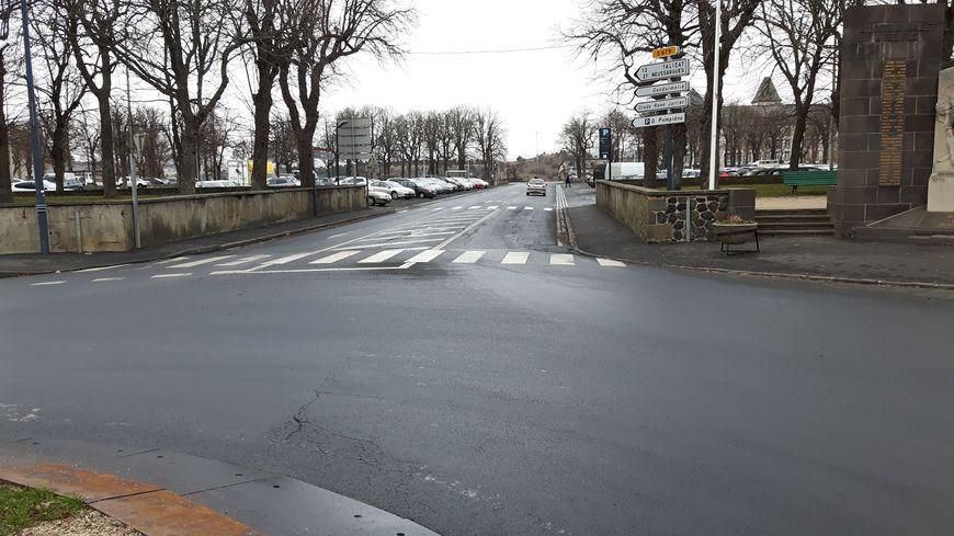 La ligne de départ sera située à l'entrée du rond-point, derrière les allées Pompidou où les coureurs se rassembleront
