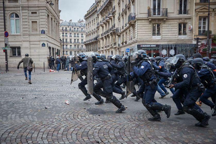 """Charge de CRS contre des """"Gilets Jaunes"""" le 12 janvier à Paris"""
