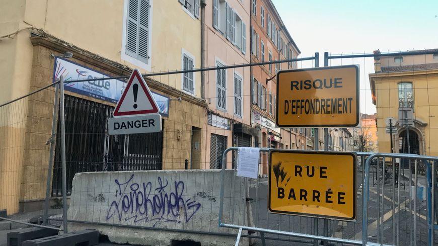 Le cours Sextius à Aix-en-Provence est fermé depuis jeudi soir