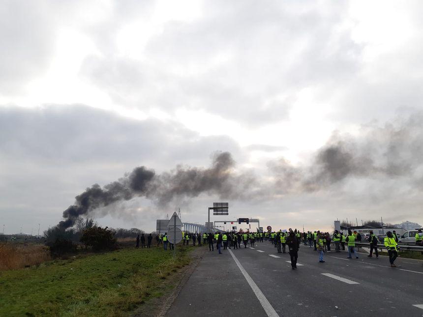 Le pont de Saint-Nazaire bloqué