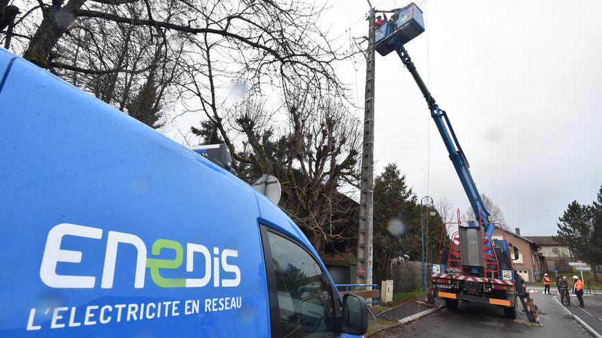 Le secteur de Saint-Lon-les-Mines près de Peyrehorade a été le plus touché, avec 300 foyers privés de courant après le passage de la tempête Gabriel