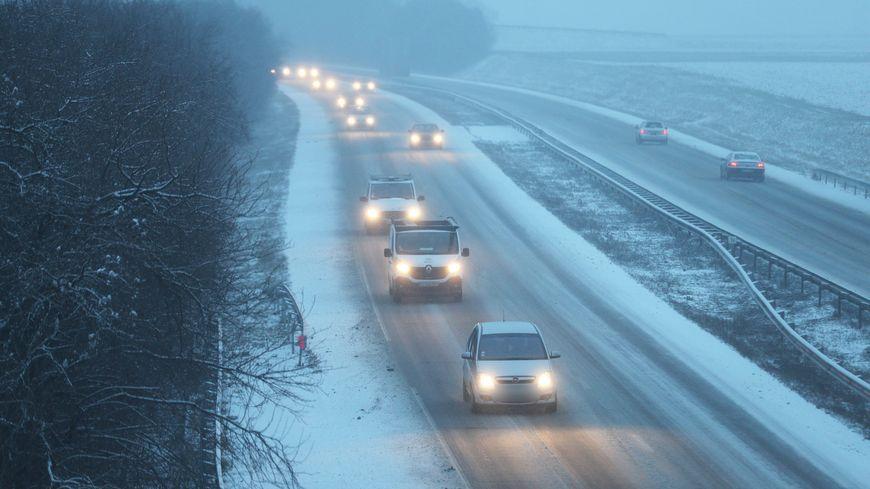 La circulation pourrait être délicate sur les autoroutes en soirée (illustration).