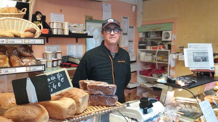 Des habitants de Roézé-sur-Sarthe ont lancé une cagnotte en ligne pour aider le boulanger dont le commerce est en redressement judiciaire.