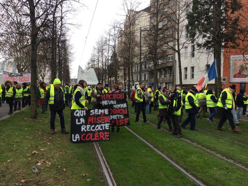320 gilets jaunes ont manifesté dans le centre ville d'Orléans, samedi 5 janvier.