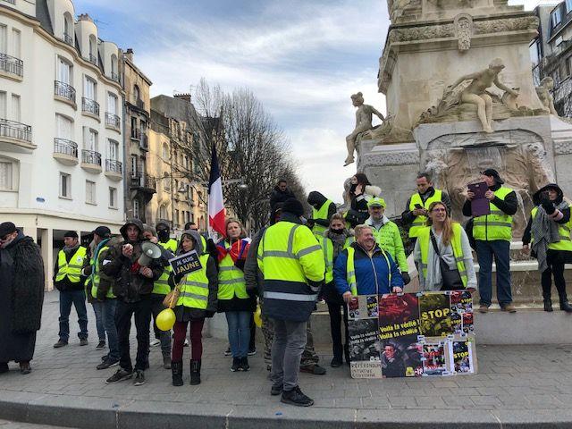 Près de 200 Gilets Jaunes réunis à Reims.