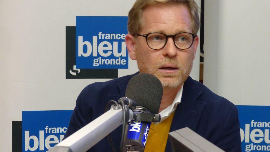 Clément Rossignol Puech dans les studios de France Bleu Gironde.